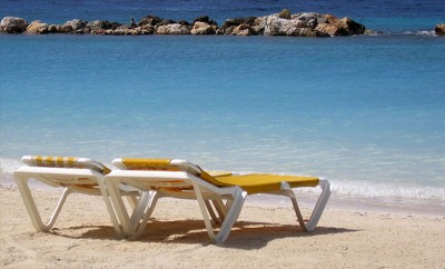1280px-Beach_chairs_Curacao_web