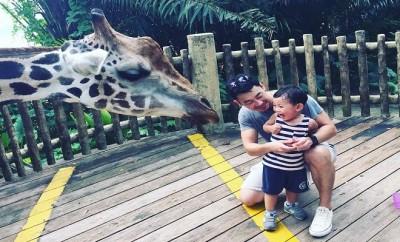 Noah squeals in excitement at a giraffe's black tongue