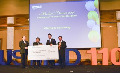 cheque-presentation-at-nus-medical-dinner