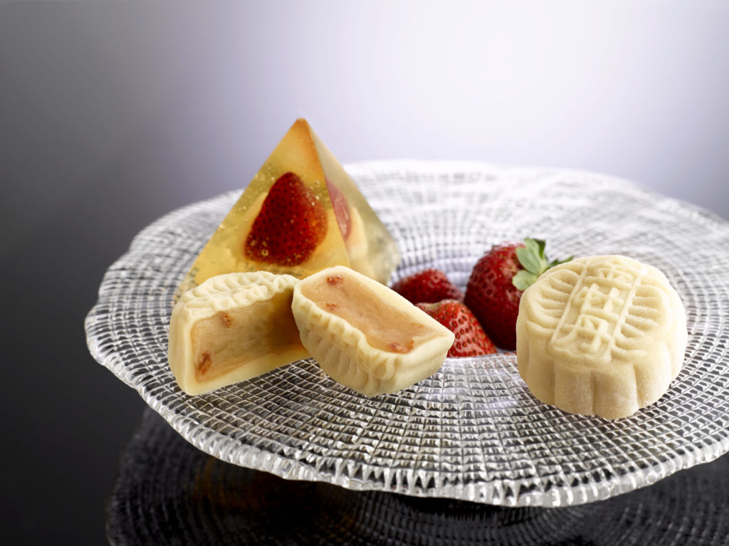 Conrad Singapore Snowskin Champagne Strawberry Mooncake 2016